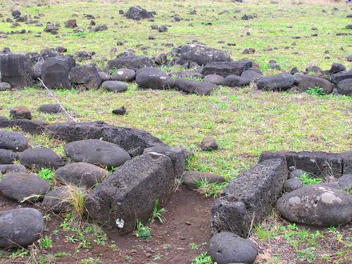 Cimientos de vivienda rapa nui en Aka Hanga