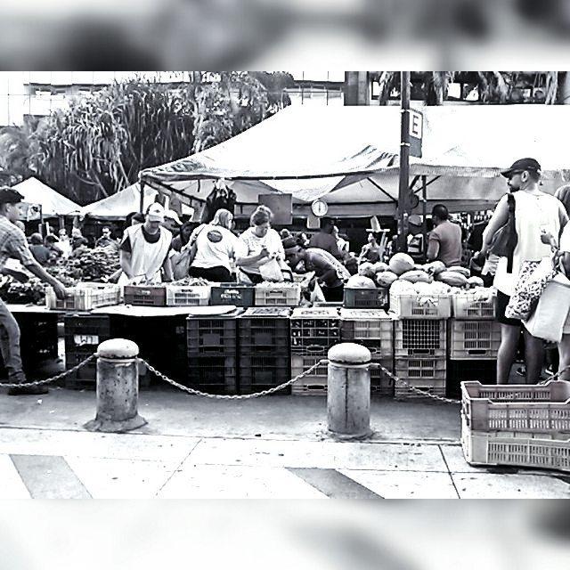 Escena de mercado callejero sin título. Foto 1/7 Reto b&n. Invito a @moriyeyeo.