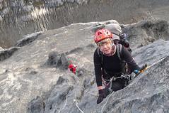 Besteigung Carstensz-Pyramide, 4884 m, Kletterpassage in festem Kalk. Foto: Günther Härter.
