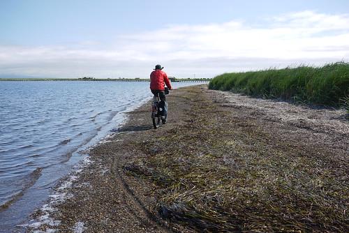Cycling along the beach on the Notsuke Peninsula (Hokkaido, Japan)