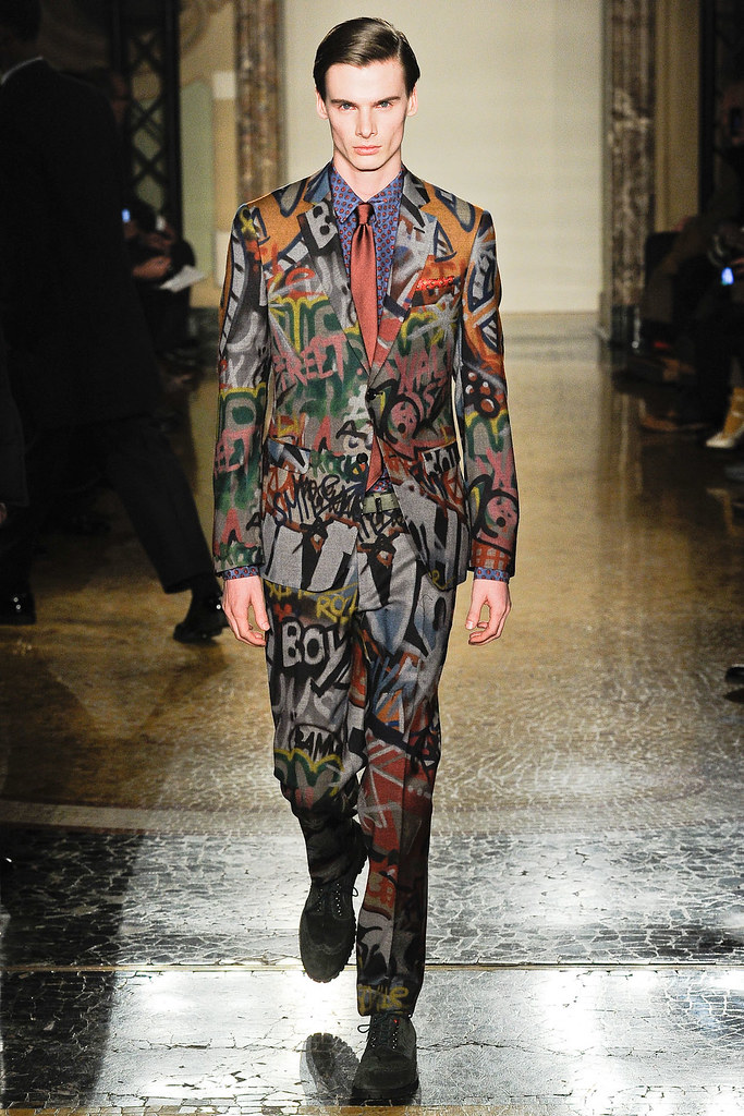 Angus Low3019_FW12 Milan Moschino(VOGUE)
