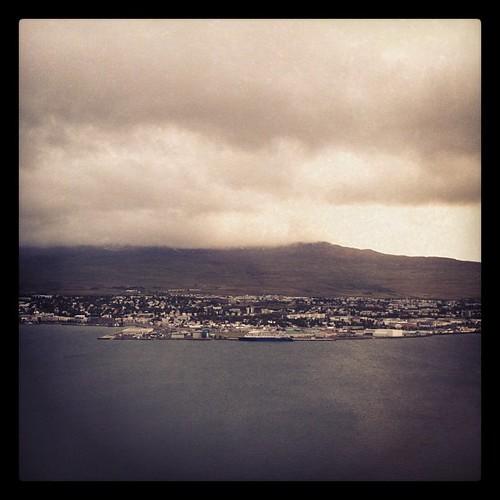 Akureyri, la capital del norte de #Islandia tiene un aire que me recuerda a Doctor En Alaska. #iceland #tripiniceland