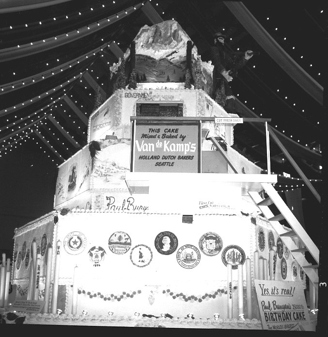 WA Paul Bunyans 25000 Lb Birthday Cake 1962