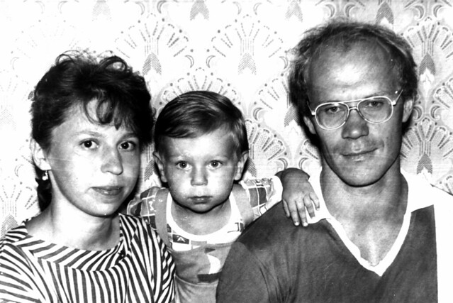 Vova_&_parents,_June_1989