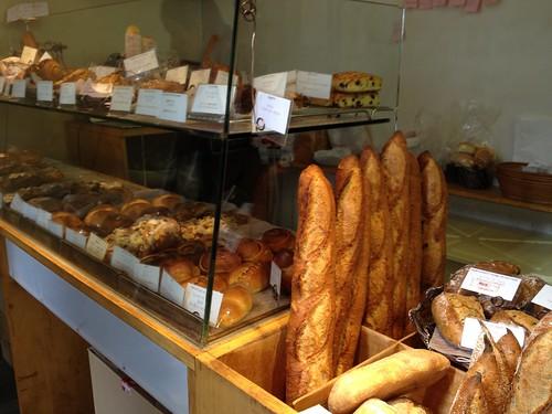 店内はいつも焼きたてのパンの香り@カタネベーカリー