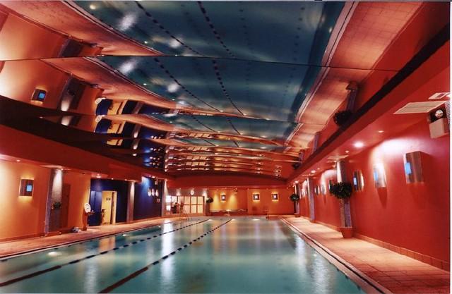 Dise o de piscinas cubiertas modernas flickr photo - Diseno de piscinas ...