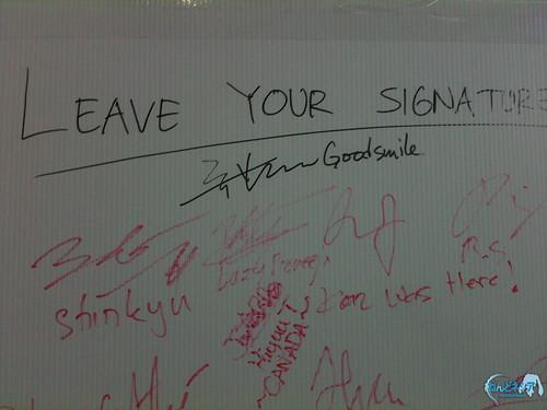 "Aki-sachou's signature with ""GoodSmile"" remark"