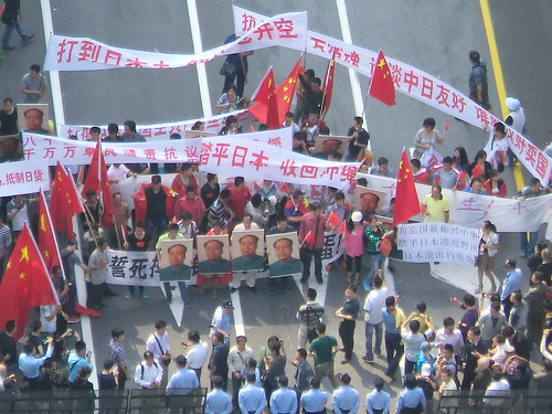 毛沢東を掲げる反日デモ隊 9月18日
