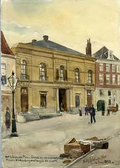 <p>Gezicht vanaf de Neude te Utrecht op de voorgevel van het huis Vinkenburgsteeg 19, het koetshuis en de achteringang van de Winkel van Sinkel (Oudegracht 158). De Vinkenburgsteeg werd in 1891 hernoemd tot Vinkenburgstraat. Tekening A.E. Grolman, 1898. Coll. Het Utrechts Archief.</p>