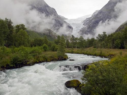 231 Hacia el glaciar Briksdal