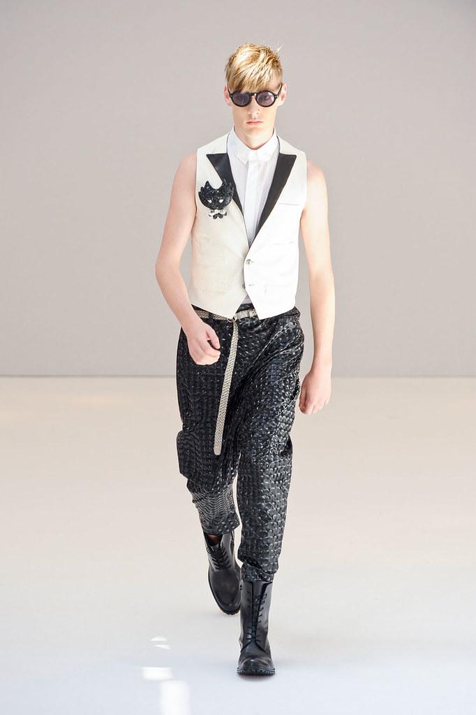 Roberto Sipos3010_SS13 Paris Rynshu(fashionising.com)