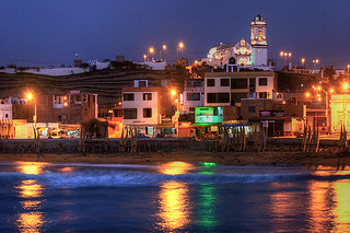 Huanchaco at night