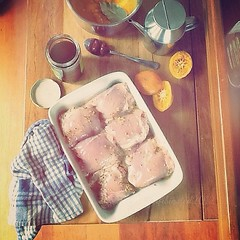 Marinate chicken thighs in the mixture of wholegrain mustard, freshly squeezed orange juice, olive oil, salt and pepper. They'll be served with the orange dressing: freshly squeezed orange juice, bay leaf, orange zest, kalamata olives, salt n pepper. I'll