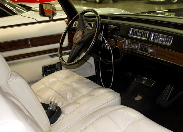 Caddy 1976 Dash