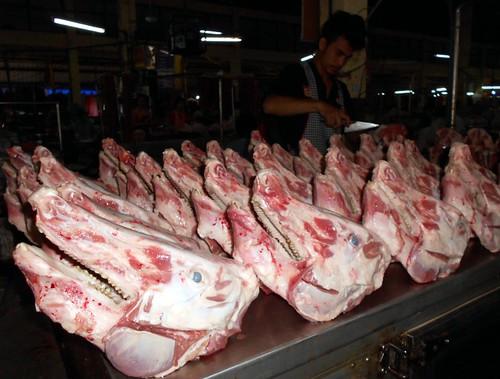 גולגלות חזירים מוכנות לבישול