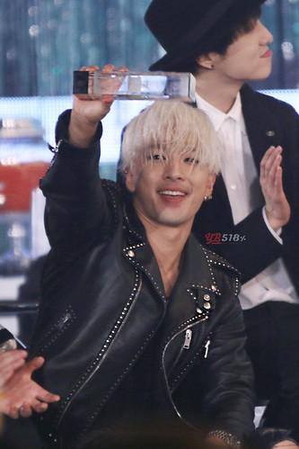 Taeyang-MelOnAwards2014_1-101