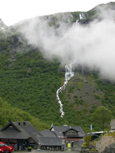 220 Hacia el glaciar Briksdal