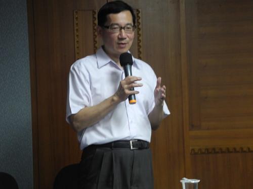 台北醫學大學公共衛生學系教授張武修認為,台灣沒有理由增加輻射暴露的理由,此時修法有待參酌。
