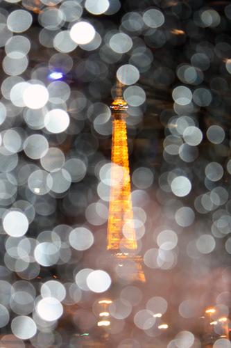 Eiffel-Tower-rain-drops