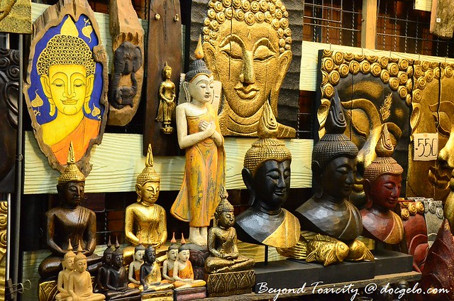 thai souvenirs in chatuchak