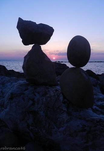 sunrise alba silhouettes sole 1001nights ephemeral equilibrio rockbalancing rebranca 1001nightsmagiccity saxalibra