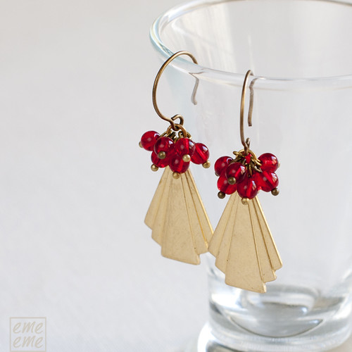 Earrings,Vintage,raw,brass,triangles,dawanda,etsy,red,glass,beads,jewelry,handmade,emeeme,pendientes,art deco,triangulo,cuentas,cristal,rojo