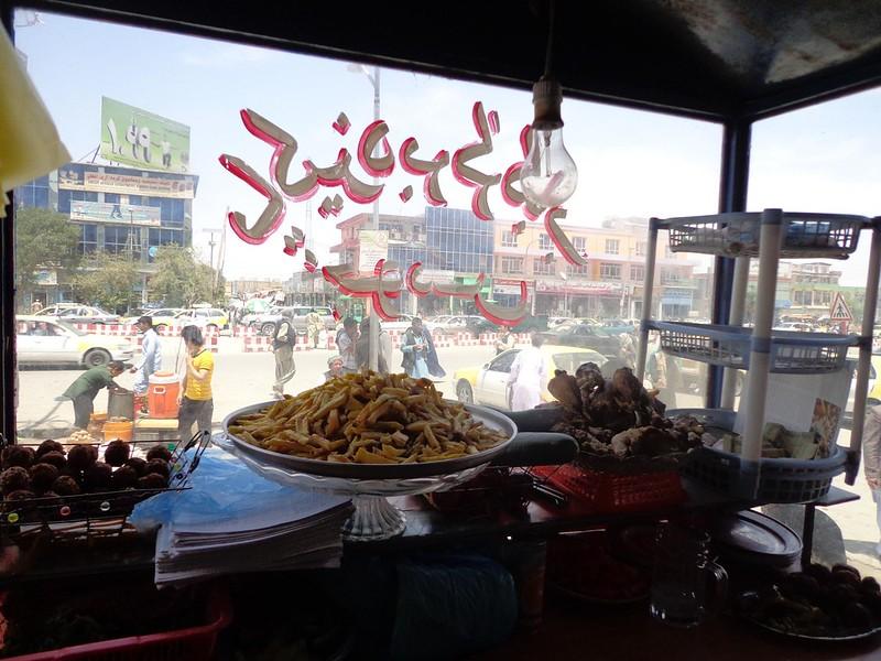 Almoçar em Mazar-e Sharif, Afeganistão