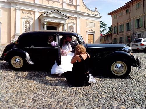 Bacio fotografico degli sposi by Ylbert Durishti