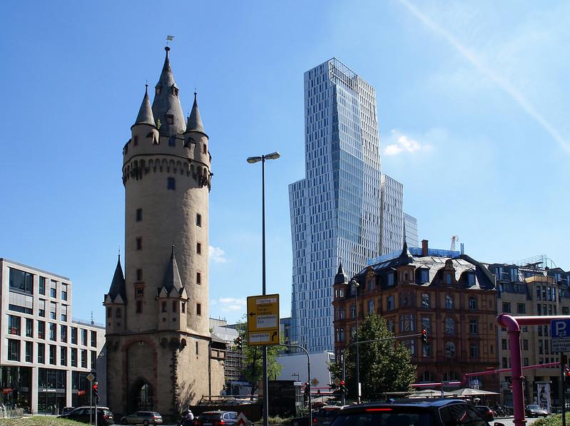 Frankfurt, Eschenheimer Tor, Eschenheimer Turm und Nextower (city gate Eschenheim Tower and Nextower)