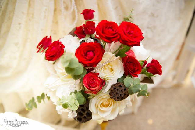 vintage bouquet in red and white