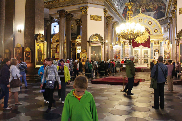 line inside kazan cathedral