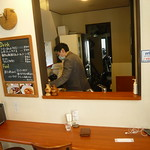 完治家隔壁的咖啡馆