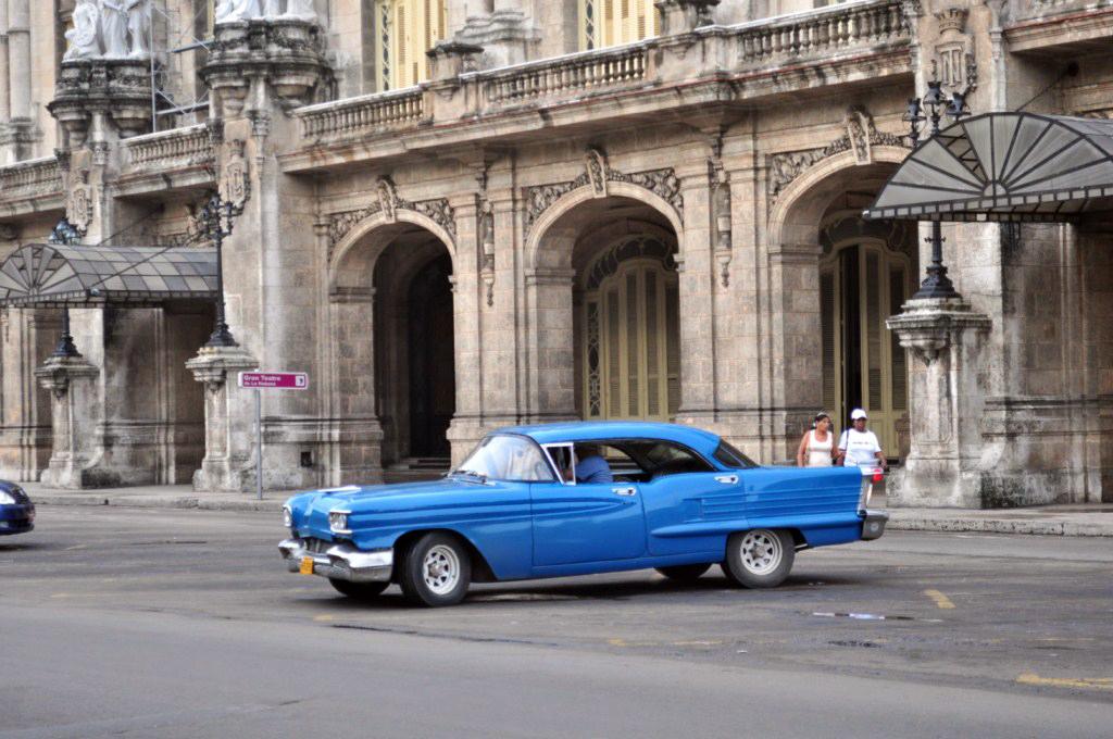 Gran Teatro de La Habana, neoclásico edificio que armoniza con el entorno y nos ayuda a trasladarnos a la década de los 50. [object object] - 7817143190 f35de4482f o - La Habana vieja y un paseo por sus plazas