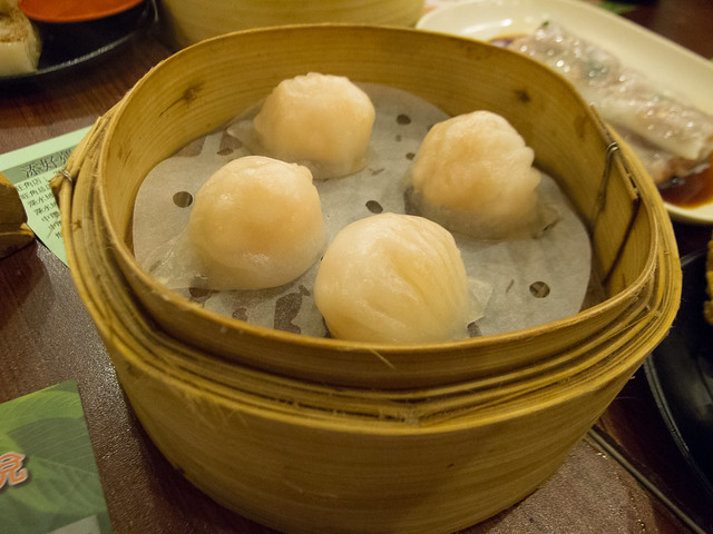 Shrimp dumplings 蝦餃 / Tim Ho Wan, the Dim-Sum Specialists, Sham Shui Po 添好運點心專門店, 深水埗 / SML.20120820.G12.00091