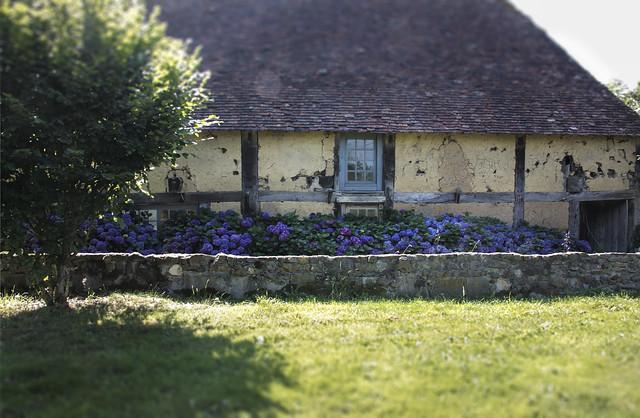 Le Château - barn