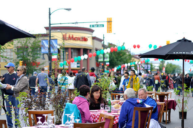 Car-free-day-street-restaurant