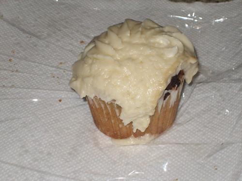IMG_5786 Wildflour vanilla lemon cupcakes