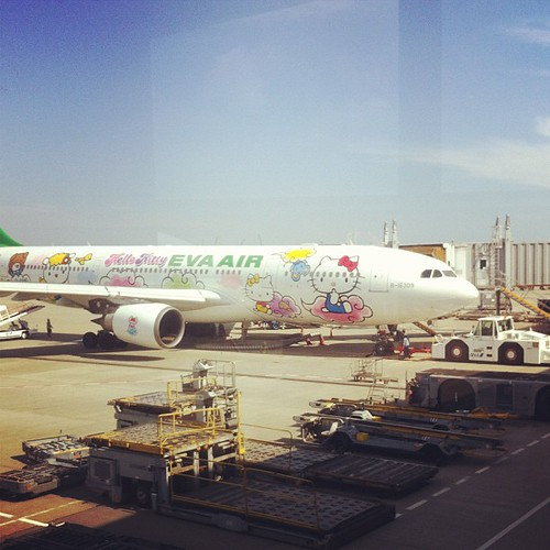 Hello Kitty plane by Flickr user petrr
