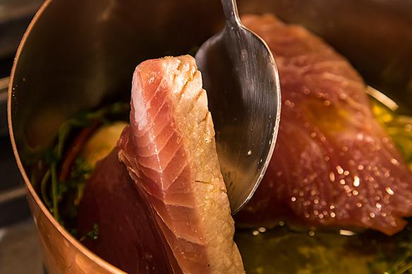 Half-cooked tuna