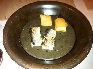 Sardina perfumada con brasas de hueso de aceituna