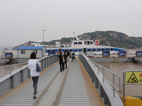 Departure to Putuoshan by boat