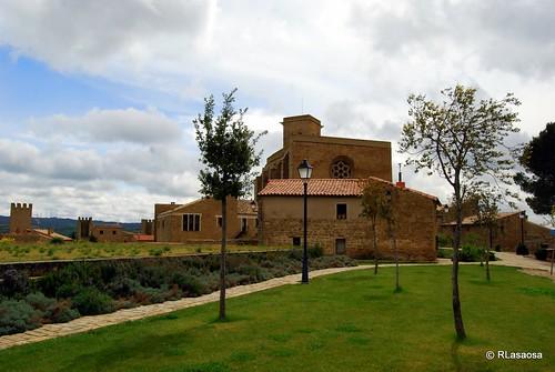 Iglesia-fortaleza de San Saturnino, Artajona, Navarra by Rufino Lasaosa