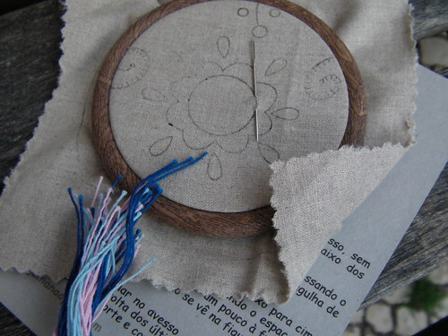 Flexi hoop to make embroidered necklace
