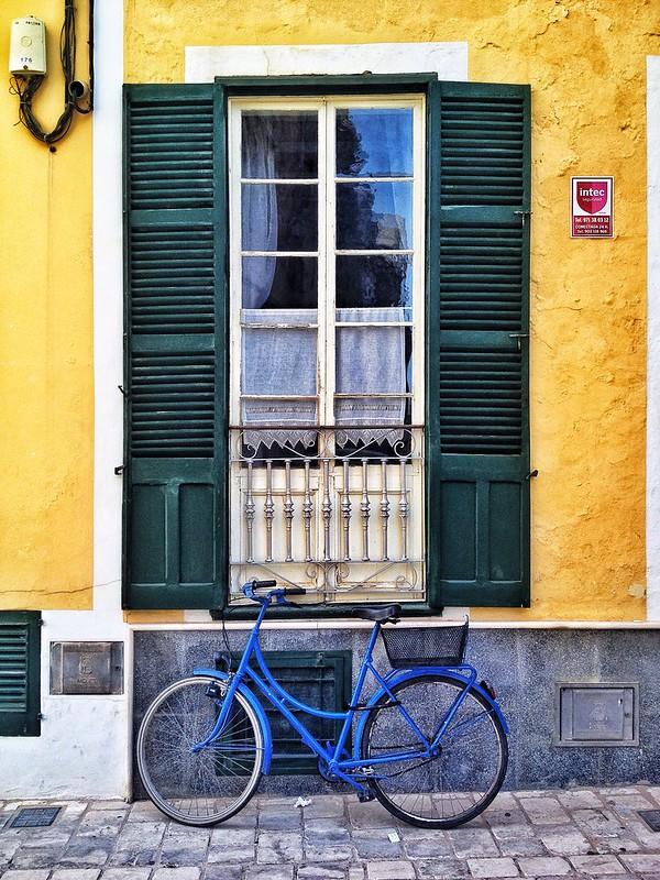 Ventana & Bicicleta