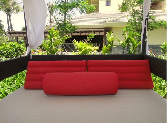 Sheraton Shenzhou Peninsula Resort cushion outdoor