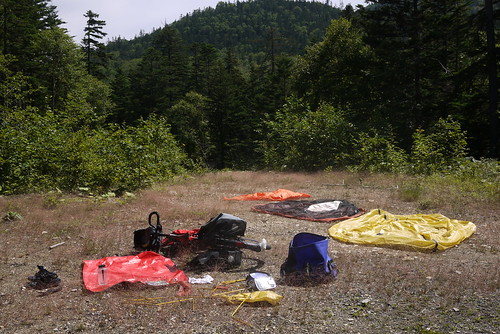 Drying out wet tent etc near the top of Shoboku Pass (勝北峠) west of Lake Okuto (Hokkaido, Japan)