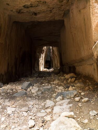 Interior del tunel de Tito y Vespasiano