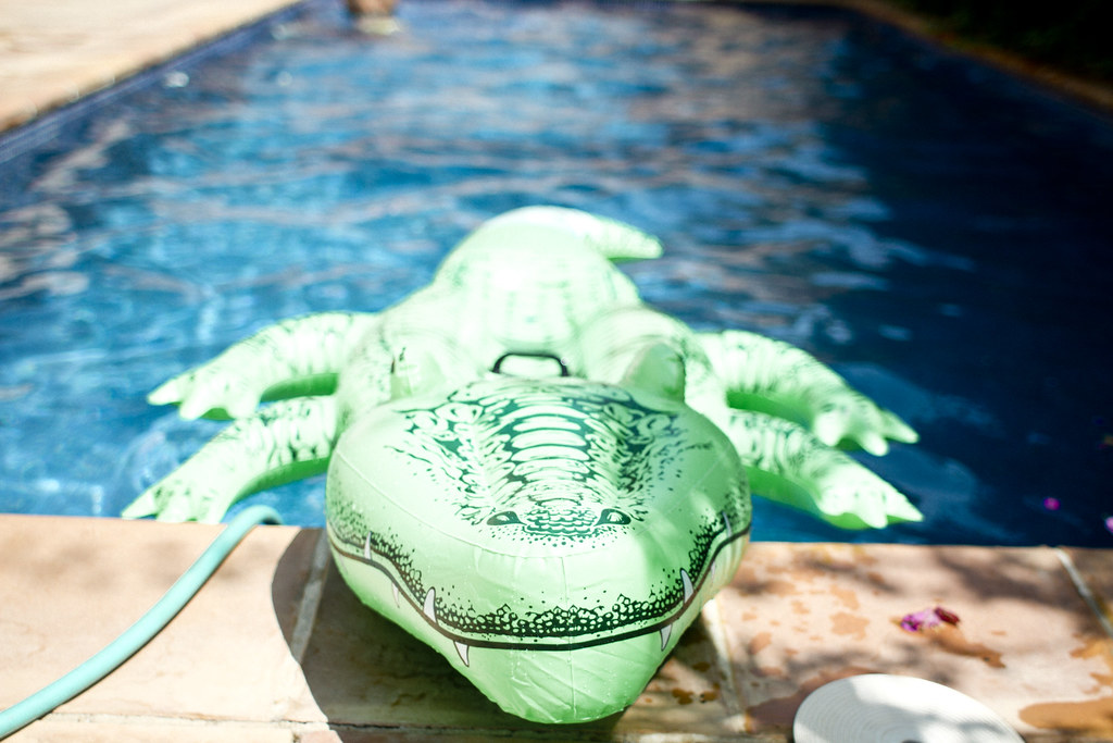 floating_pool_toys_alligator_5