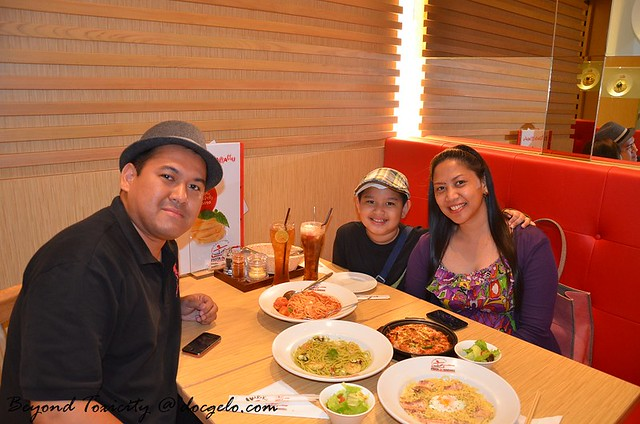 gelo, gabby & tina at pasta de waraku, central world mall, bangkok