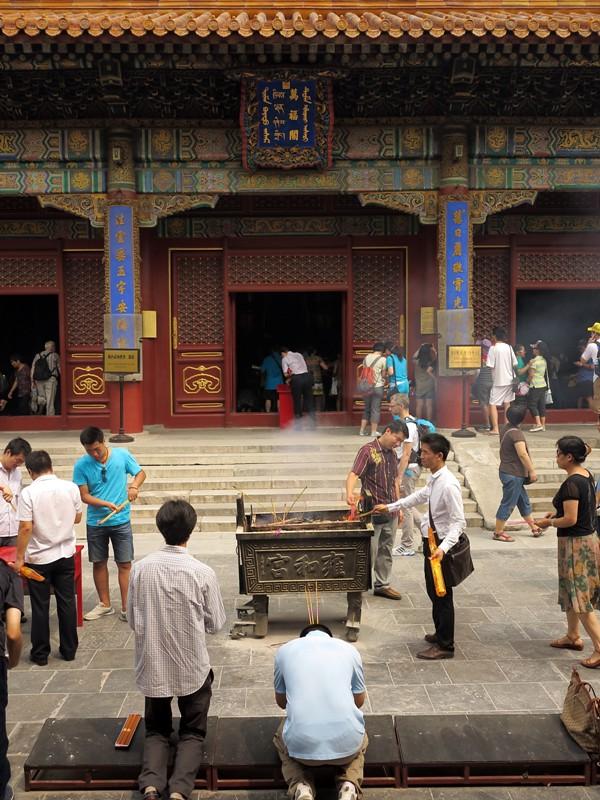 Armée de croyants au temple des Lamas